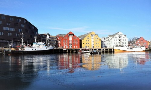 NORWEGIA / Troms / Tromsø / Kolorowy port