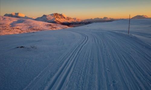 Zdjecie NORWEGIA / Troms / Sjøtun / Szlak narciarski w okolicy Sjøtun