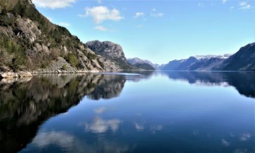 Zdjecie NORWEGIA / Zachodnia Norwegia / brzegi Lysefjord przy słońcu / Lysefjord jako lustro