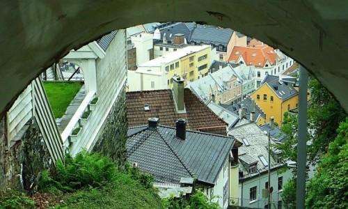Zdjęcie NORWEGIA / Norwegia południowo - zachodnia / Bergen - kolejka na Floyen / dachy Bergen