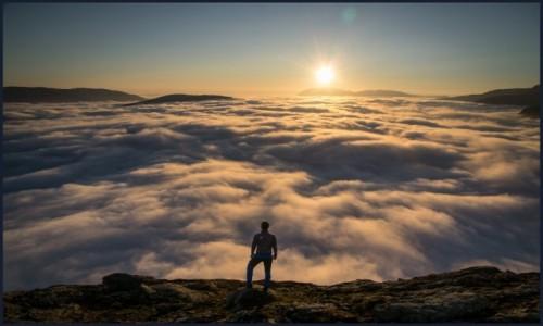Zdjecie NORWEGIA / Hordaland / Bakkanosi / Bakkanosi ponad chmurami