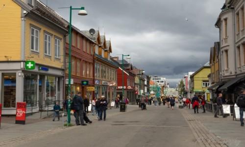 NORWEGIA / Północna Norwegia  / Tromso / Ulica w centrum Tromso