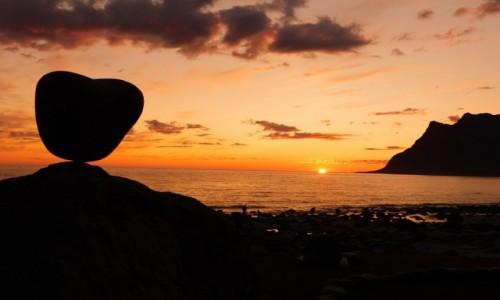 Zdjecie NORWEGIA / lofoty / Utakleiv / serce ...morze... i słońce..