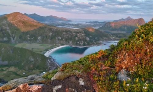 Zdjecie NORWEGIA / lofoty / gdzieś na szlaku / góry i morze