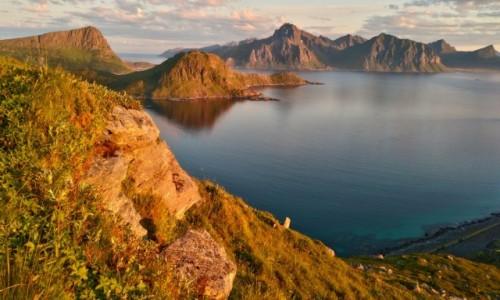 NORWEGIA / lofoty / gdzieś na szlaku / góry i morze północne