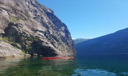 Zdjecie NORWEGIA / - / Geiranger / Kajaki na fiordach