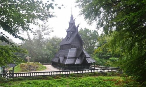 Zdjecie NORWEGIA / Vestland / Bergen / Drewniany kościół Fantoft