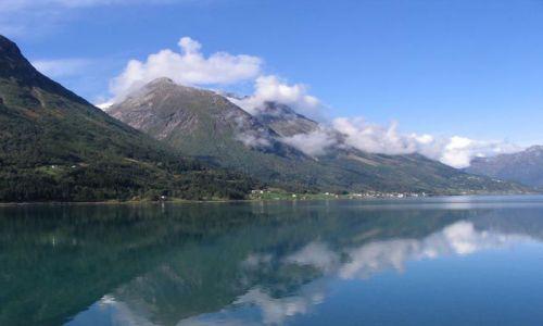 Zdjecie NORWEGIA / Sogn og Fjordane / Sognefjord / Majestatyczne fiordy