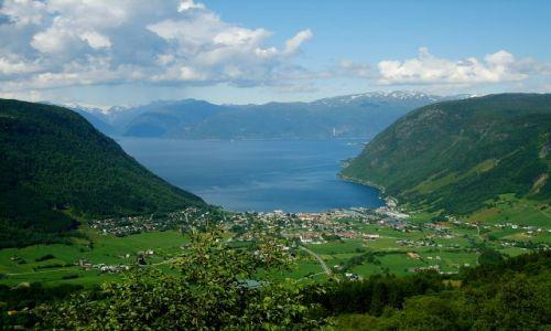 Zdjecie NORWEGIA / region Sogn og Fjordane / Vik / Widok na Sognefjorden