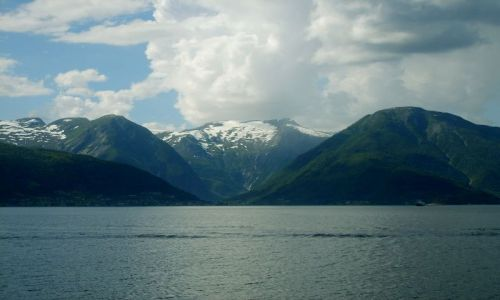 Zdjecie NORWEGIA / region Sogn og Fjordane / Sognefjord / Promem przez Sognefjord