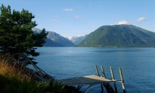 Zdjęcie NORWEGIA / region Sogn og Fjordane / Sognefjord / Na drugim brzegu fjordu