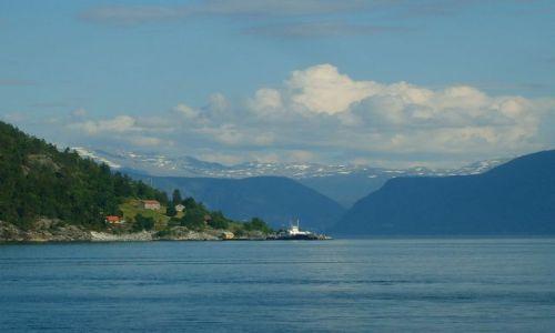 Zdjęcie NORWEGIA / region Sogn og Fjordane / Sognefjord / Na drugim brzegu fiordu2
