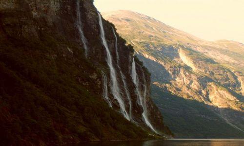 Zdjęcie NORWEGIA / Geirangerfjord / brak / Siedem sióstr