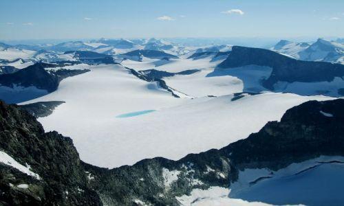 Zdjęcie NORWEGIA / Jotunheimen / Goldhoppigen / Widoki ze szczytu.......i jeziorko w lodowcu