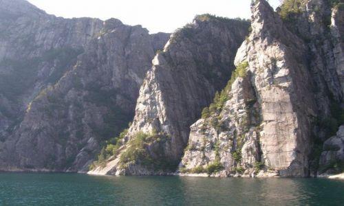 Zdjecie NORWEGIA / Południowe wybrzeże / Lysefjorden / Groźne skały fjordu