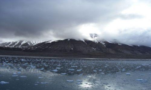 Zdjęcie NORWEGIA / Svalbard / Spitsbergen / Morze Grenlandzkie - płyniemy do Pyramiden