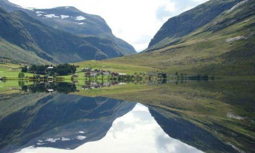 Zdjęcie NORWEGIA / More og Romsdal / More og Romsdal / lustro