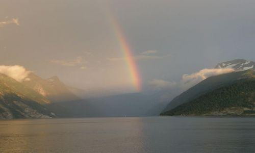 Zdjecie NORWEGIA / Koło Alesund / Koło Alesund / Fjord z tęczą
