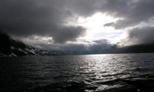 Zdjecie NORWEGIA / Ko�o Alesund / Ko�o Alesund / Jezioro na 1002