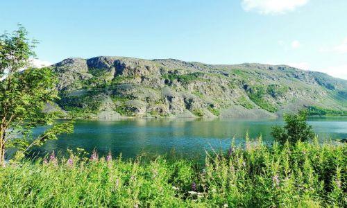 NORWEGIA / Nordland / m6 / Jeziorko o poranku