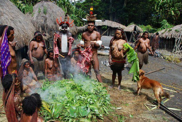 Zdjęcia: Dolina Baliem, Papua-Wamena, Papuaski obiad, NOWA GWINEA