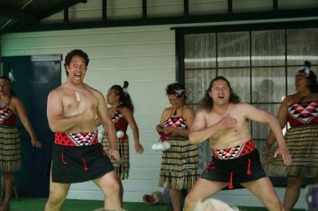 Zdjęcia: Te Whakarewarewa, Przedstawienie maoryskie, NOWA ZELANDIA