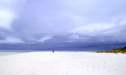 NOWA ZELANDIA / Wyspy Cooka / atol Aitutaki / poszukiwanie wolnego miejsca na plaży