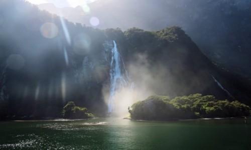 Zdjecie NOWA ZELANDIA / Wyspa Południowa / Milford Sound / Wodospad-1