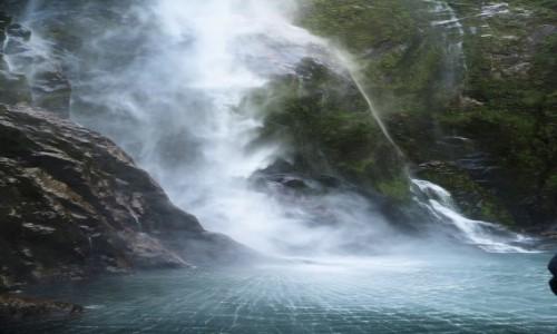 Zdjecie NOWA ZELANDIA / Wyspa Południowa / Milford Sound / Wodospad-2
