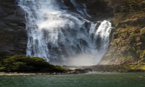 Zdjecie NOWA ZELANDIA / Wyspa Południowa / Milford Sound / Wodospad-3
