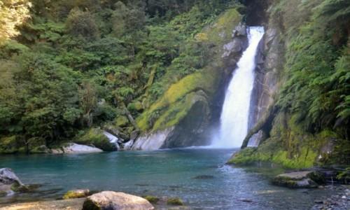 Zdjecie NOWA ZELANDIA / Southland / Park Narodowy Fjordów / Wodospad Giant Gate