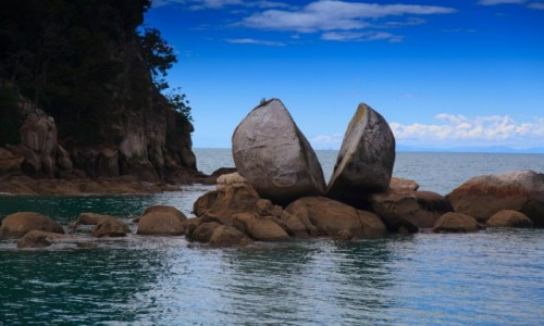 NOWA ZELANDIA / South Island / Abel Tasman / Split Apple Rock