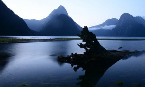 Zdjecie NOWA ZELANDIA / Milford / Milford Sound / Zachód nad fiordami
