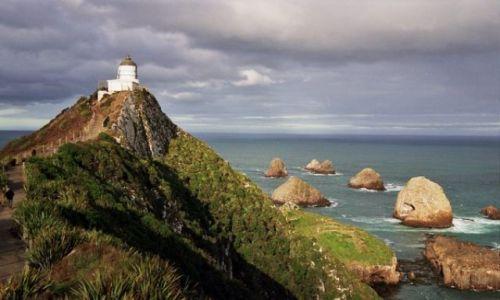 Zdjecie NOWA ZELANDIA / Wyspa Południowa / wybrzeże Pacyfiku / latarnia morska na Nugget Point
