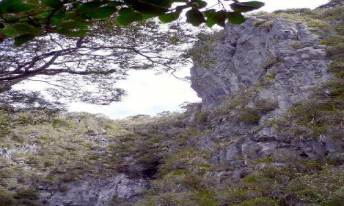 Zdjecie NOWA ZELANDIA / Wyspa Poludniowa / Gory nad  Golden Bay / W kotle Howarda (Howard  Hole)
