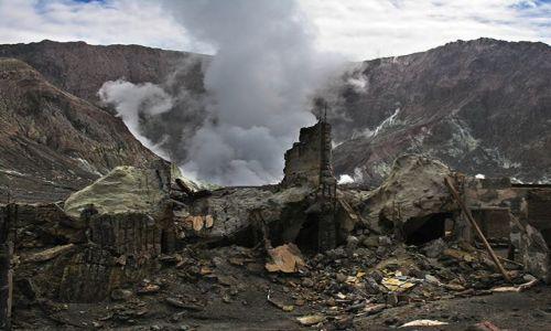 Zdjecie NOWA ZELANDIA / Południowy Pacyfik / White Island - wyspa wulkan / Ruiny kopalni siarki po erupcji wulkanu