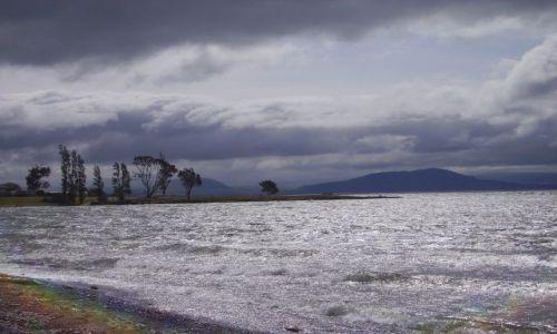 Zdjecie NOWA ZELANDIA / Wyspa Polnocna / Jezioro Taupo / burza nad jez.Taupo
