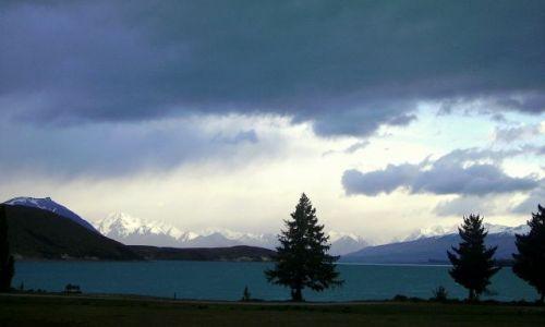 NOWA ZELANDIA / Południowa Wyspa / Lake Tekapo / jezioro Tekapo przed burzą