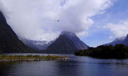 Zdjecie NOWA ZELANDIA / Fiordland / Milford Sound / helikopter nad Mitre Peak