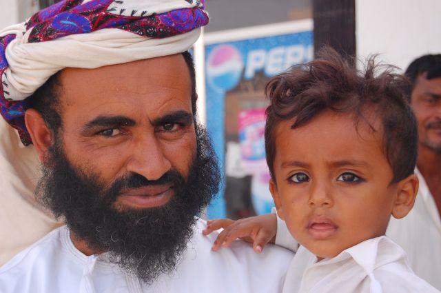 Zdjęcia: Targ Beduinów, gdzieś w drodze na Wahiba Sands, Ojciec i syn, OMAN