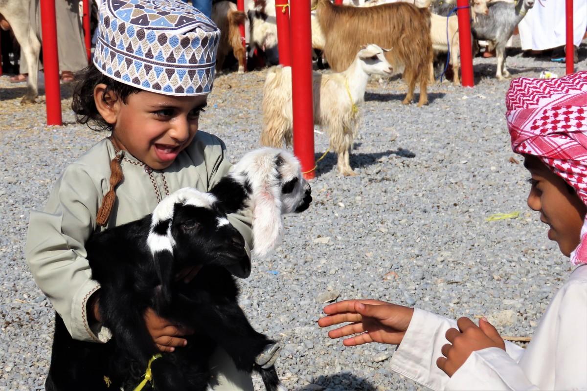 Zdjęcia: Nizwa, Adept sztuki sprzedaży kóz, OMAN