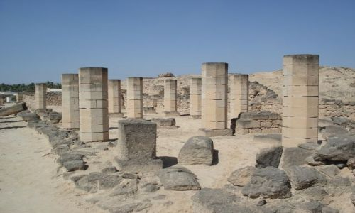 OMAN / Dhofar / Salalah / Zofar - ruiny meczetu