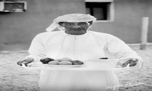 Zdjęcie OMAN / Muscat Governorate / As Sifah / Poczęstunek