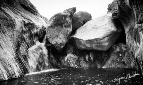 Zdjęcie OMAN / - / Wadi Hawasinah / Wadi Hawasinah, Chains