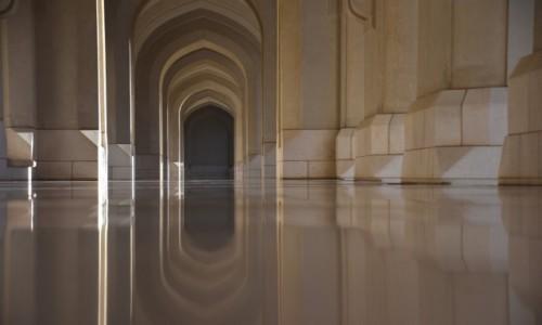 Zdjęcie OMAN / Muscat / Pałac Sułtana Qboosa / Krużganek