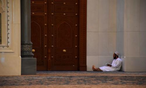 Zdjęcie OMAN / Muscat / Wielki Meczet Sułtana Qaboosa / Czas modlitwy