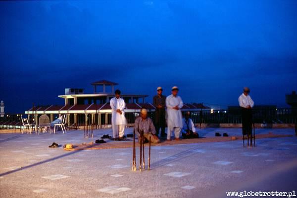 Zdjęcia: Rawalpindi, Rawalpindi, Wieczorna modlitwa, PAKISTAN