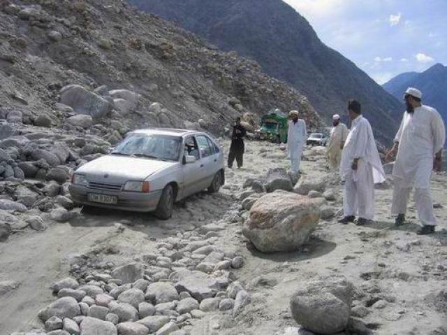 Zdjęcia: w drodze do Gilgit, karakorum, nasz dzielny Kadett na KKH , PAKISTAN