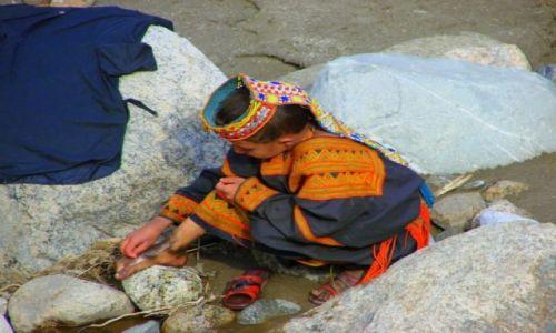 Zdjęcie PAKISTAN / Bumburet / Bumburet / Myjcie  się  dziewczyny