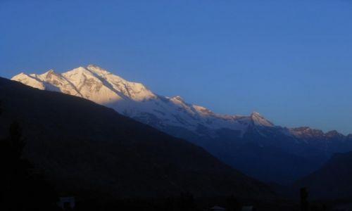 Zdjecie PAKISTAN / Gilgit-Baltistan / Karimabad / Rakaposhi o wschodzie słońca